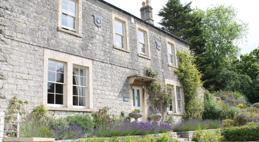 More about Roundhill Farmhouse