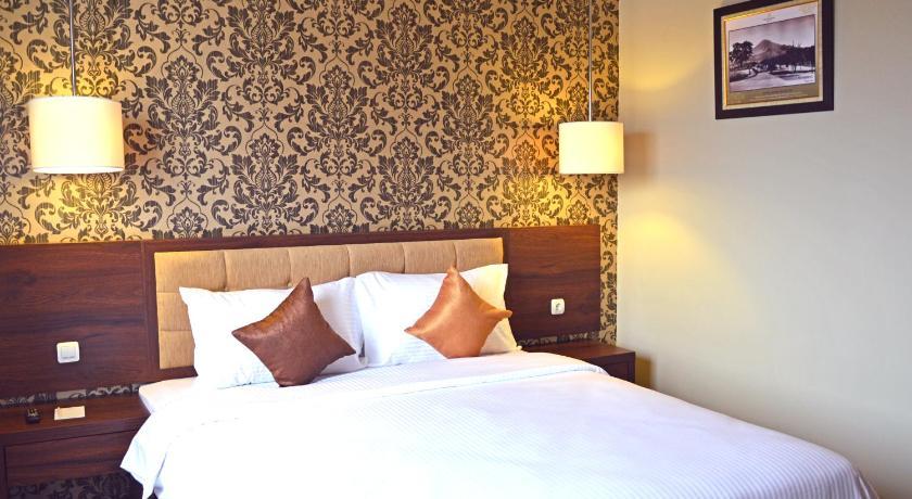 Hotel Safira Magelang Jalan Gatot Subroto No 56a Magelang