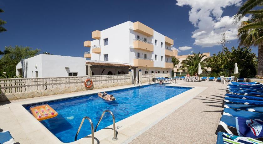 Best time to travel Ibiza Apartamentos Zodiac