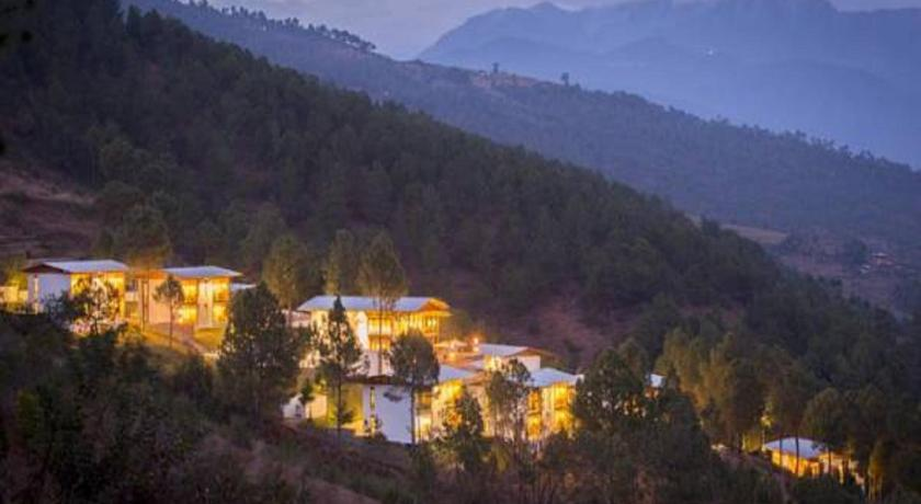 Best time to travel Bhutan Dhensa Boutique Resort