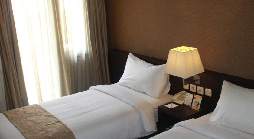 Metro Hotel Jababeka Jl Niaga Raya Kav 1 4 Metropark Condominium