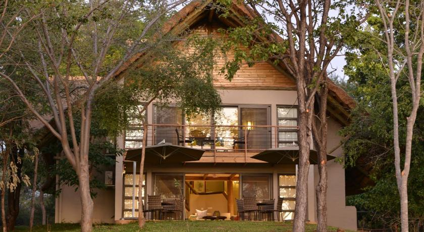 Best time to travel Victoria Falls Victoria Falls Safari Suites
