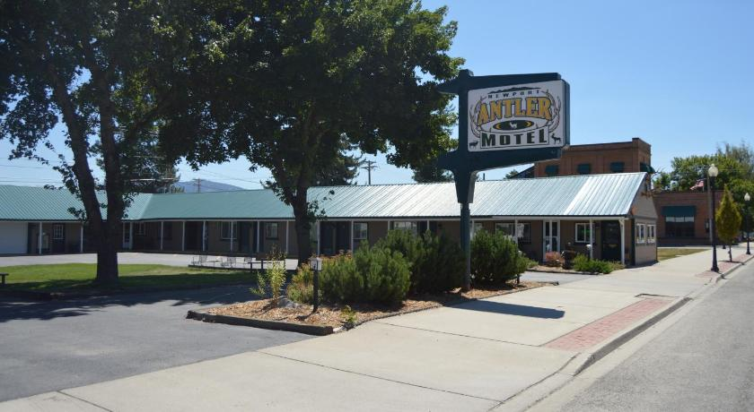 More about Newport Antler Motel