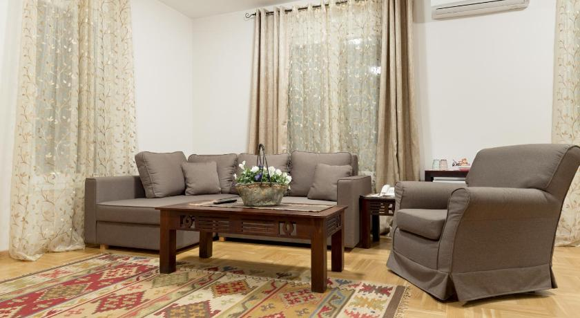 Suite Deluxe. Orient Villa Apartments and Rooms