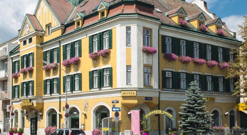 Best time to travel Austria Hotel Bergwirt Schönbrunn f1edadc3c18