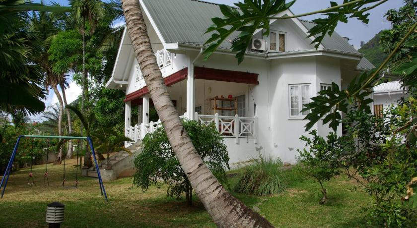 Best time to travel Seychelles Le Domaine de Bacova