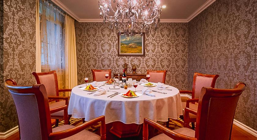 Best time to travel Darkhan Buudai hotel