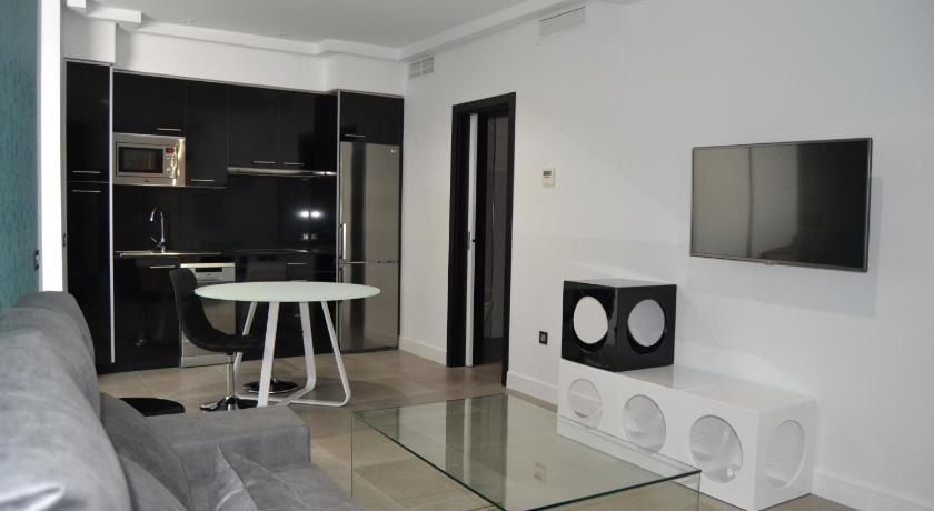 Best time to travel Spain Apartamentos las Palmeras