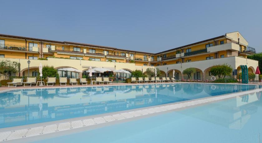 Best time to travel Italy Le Terrazze sul Lago Residence & Hotel