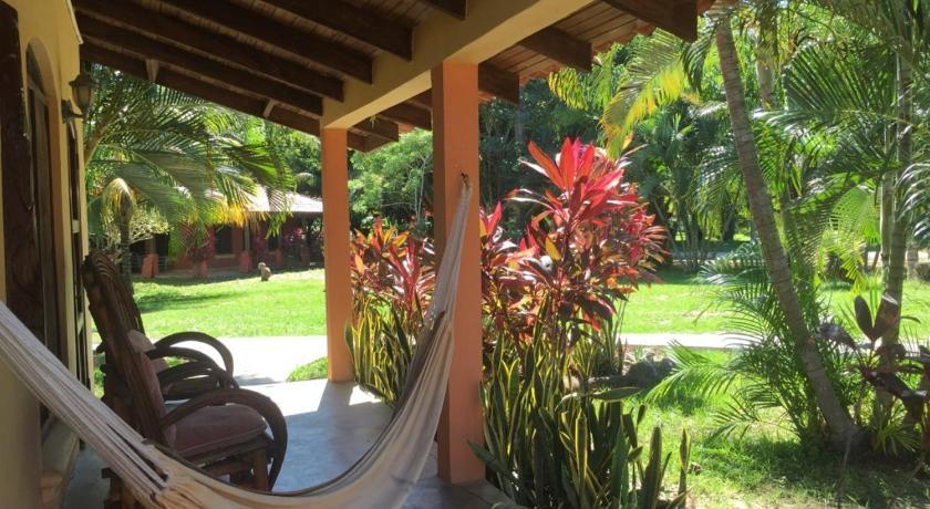 Best time to travel Honduras Tranquility Bay Beach Retreat