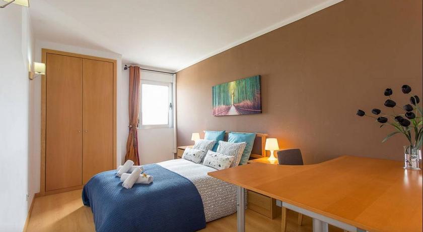 Best time to travel Lisbon Cardoso Pires 2 Bedrooms Apt.