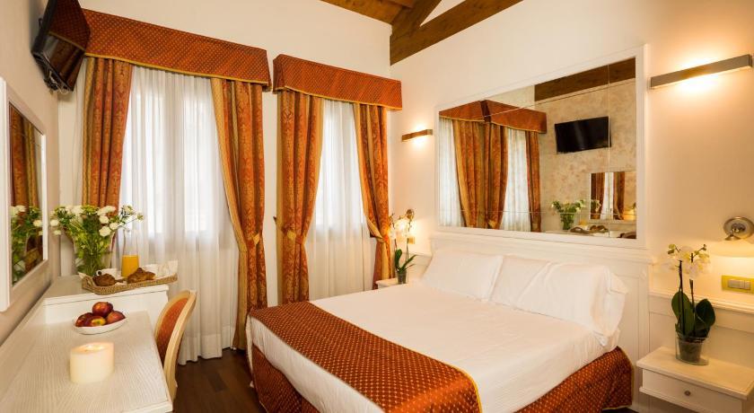 Best time to travel Venice Casanova Fourrooms