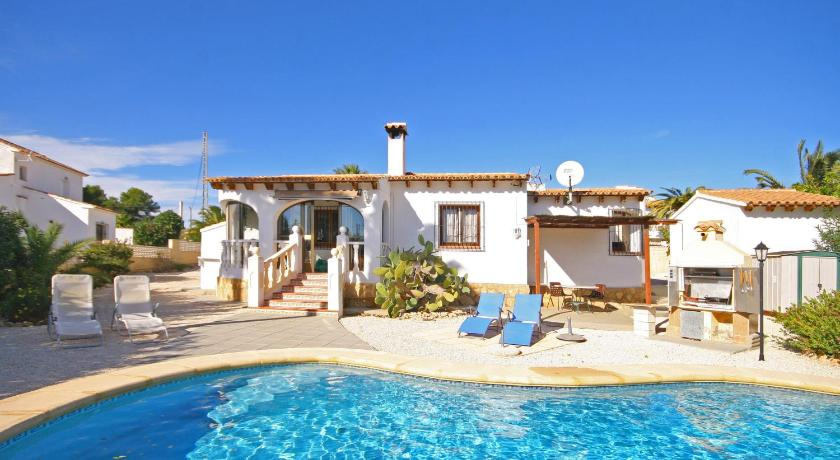 Best time to travel Spain Villa Diana