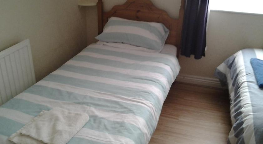 Budget - Kahden hengen huone - Twin/Double Tredegar Arms Budget Guesthouse For Walkers/Cyclists/Contractors/Traveler