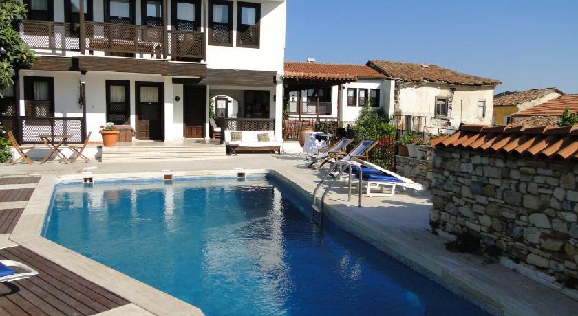 Best time to travel Karabağlar Villa Konak Hotel