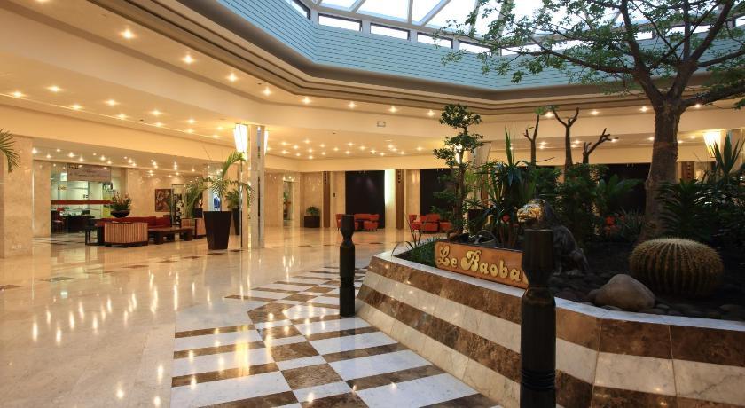 Best time to travel Grand Dakar King Fahd Palace Hotel