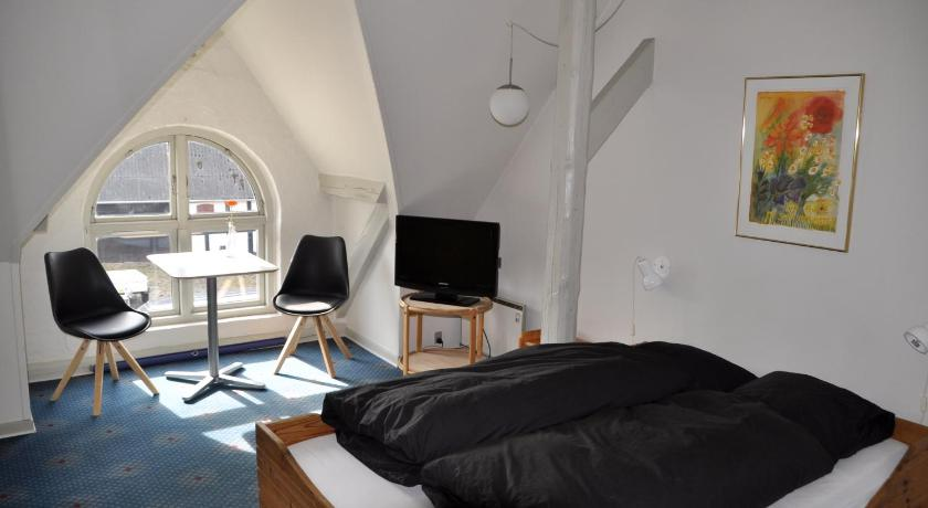 Double or Twin Room with Shared Bathroom Lundsgaard Bed & Breakfast