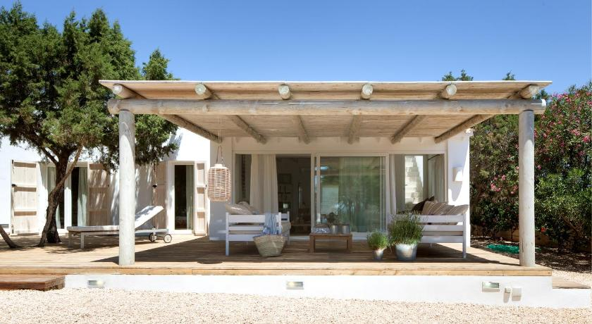 Best time to travel Formentera Villa Los Dragos