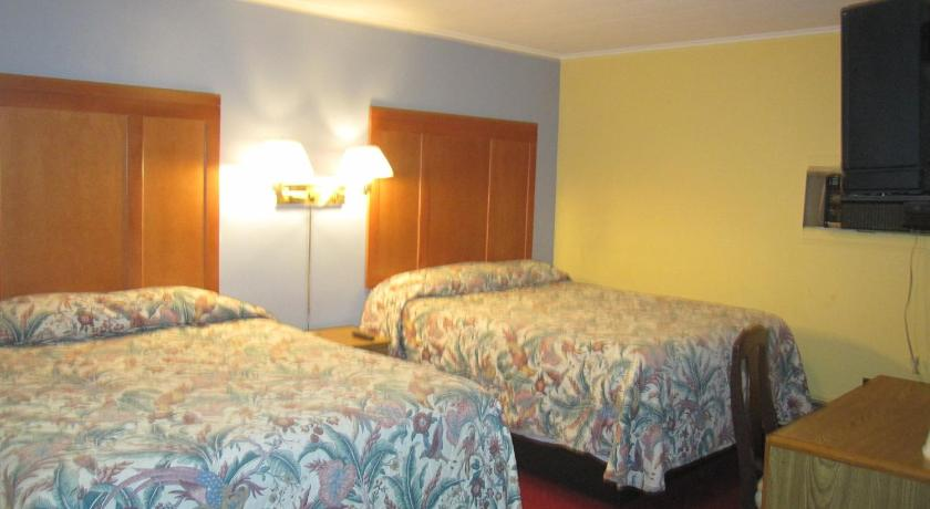 Family Room Economy Inn Tonawanda