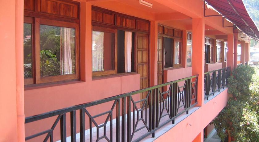 Best time to travel Madagascar Hotel Cotsoyannis