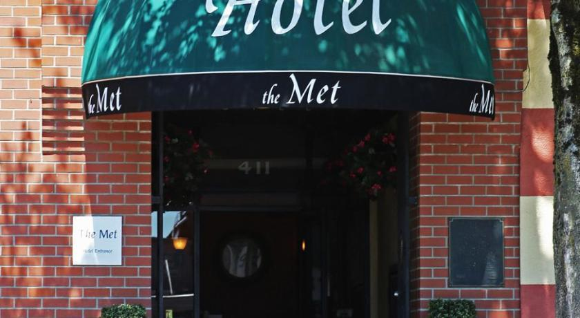 Best time to travel Canada The Met Hotel