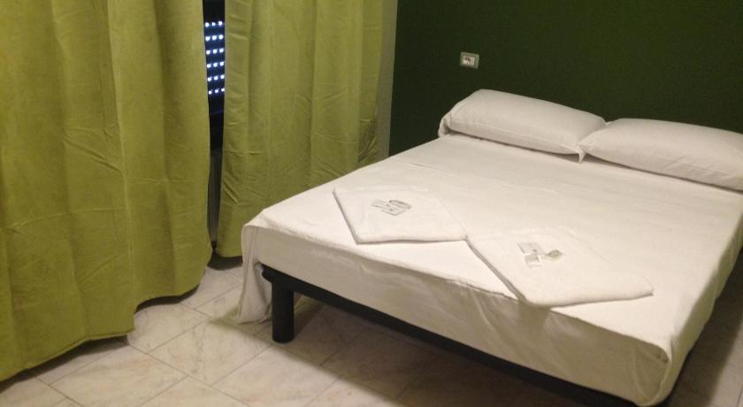 Double Room with Shared Bathroom Milan Hotel