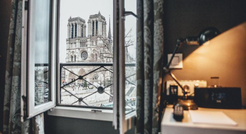 Best time to travel Paris Hotel Le Notre Dame Saint Michel