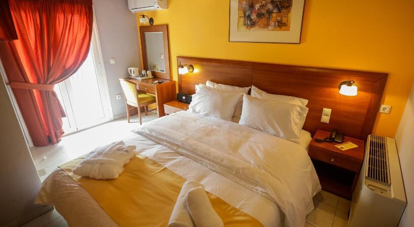 Best time to travel Zakynthos Mirabel Hotel
