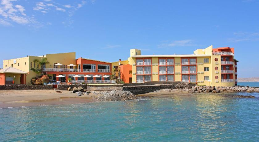 Best time to travel Namibia Lüderitz Nest Hotel