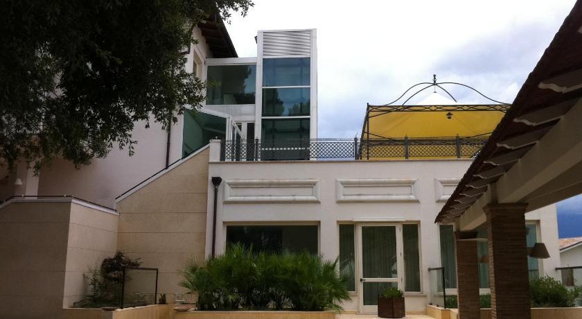 Best time to travel Italy Hotel Villa Alessandra
