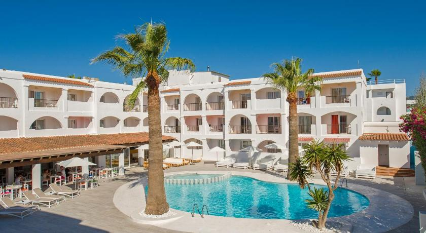 Best time to travel Spain Hotel Playasol Bossa Flow