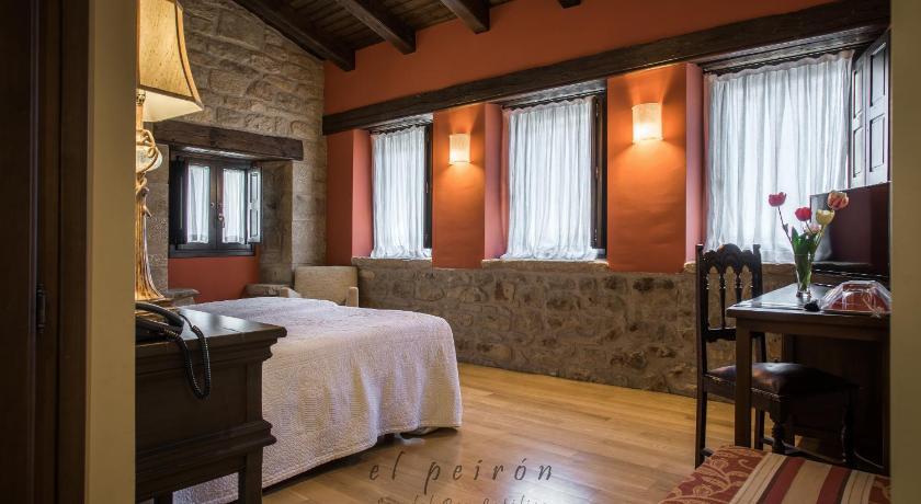 hoteles con encanto en sos del rey católico  33