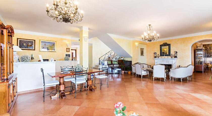 Best time to travel Italy Hotel The Originals Pian delle Starze