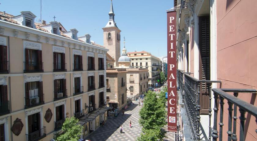Best time to travel Spain Petit Palace Arenal