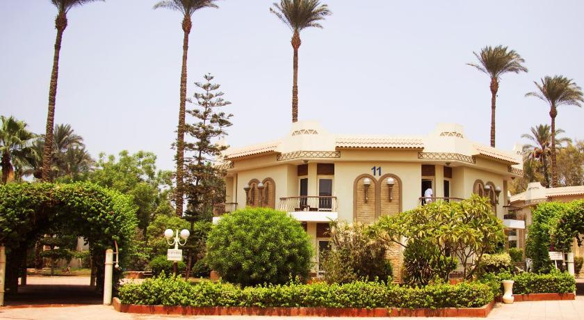 Cataract Pyramids Resort El Haraneya Sakkara Road Cairo