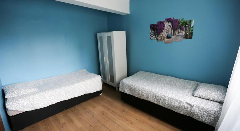 Standard Double Room with Shared Bathroom Van Backpackers Hostel