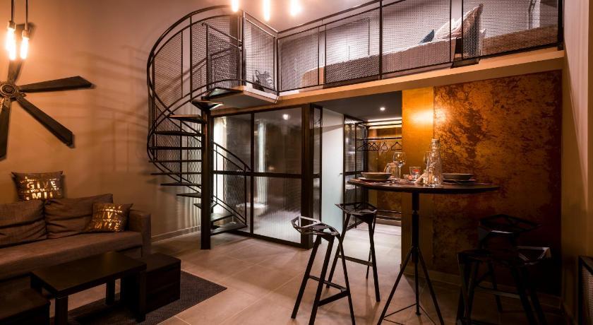 Rusty Loft Bar Apartment