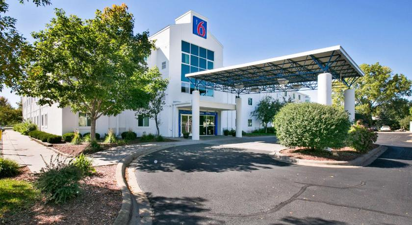 More about Motel 6 Minneapolis - Brooklyn Center