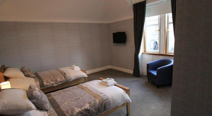 Best Price on Lothrie House in Kirkcaldy + Reviews!