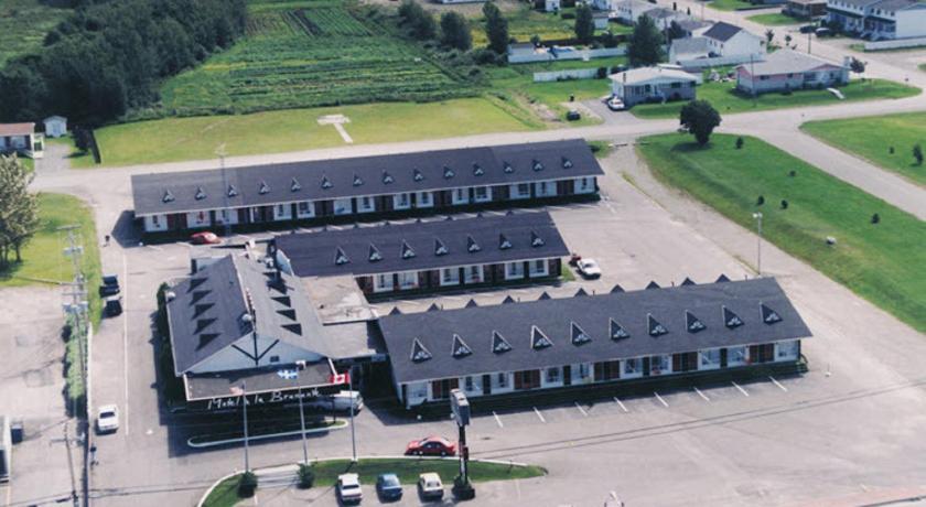 Best time to travel Canada Motel à la Brunante
