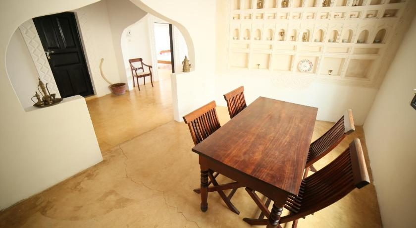 Best time to travel Kenya Stopover Guest House and Restaurant