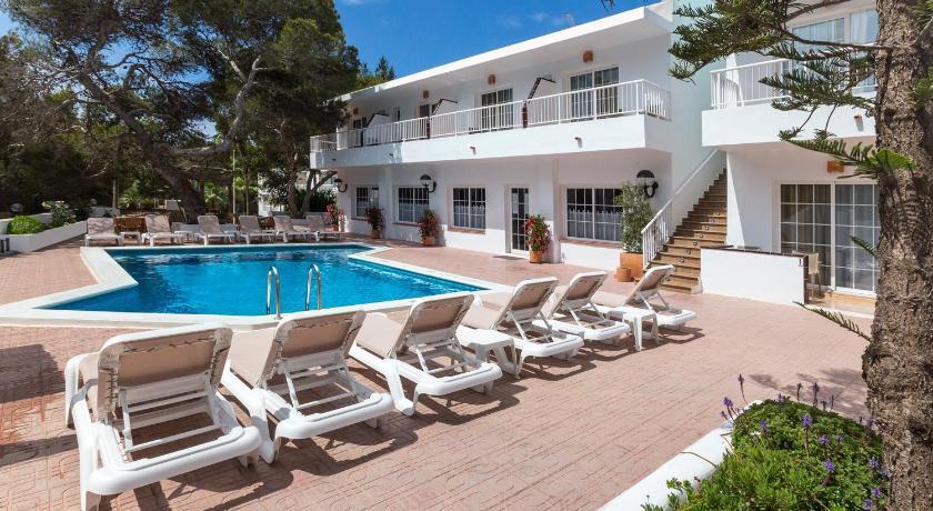 Best time to travel Ibiza Hostal Es Pi - Formentera Vacaciones