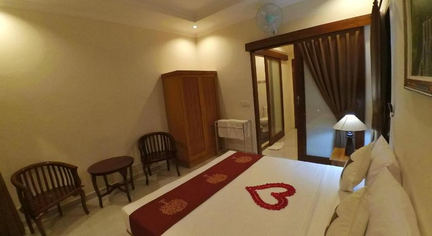 Deluxe Double Room with Balcony Kubu Taman Home Stay