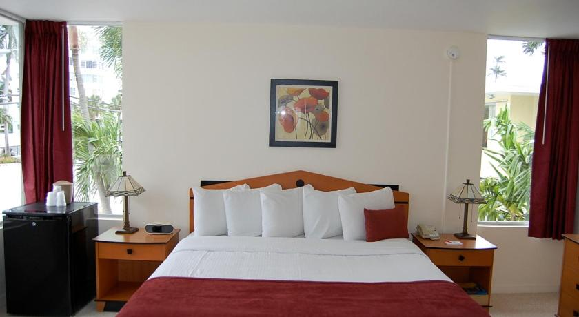 King Room - Non-Smoking Alcazar Resort- Gay Mens Resort