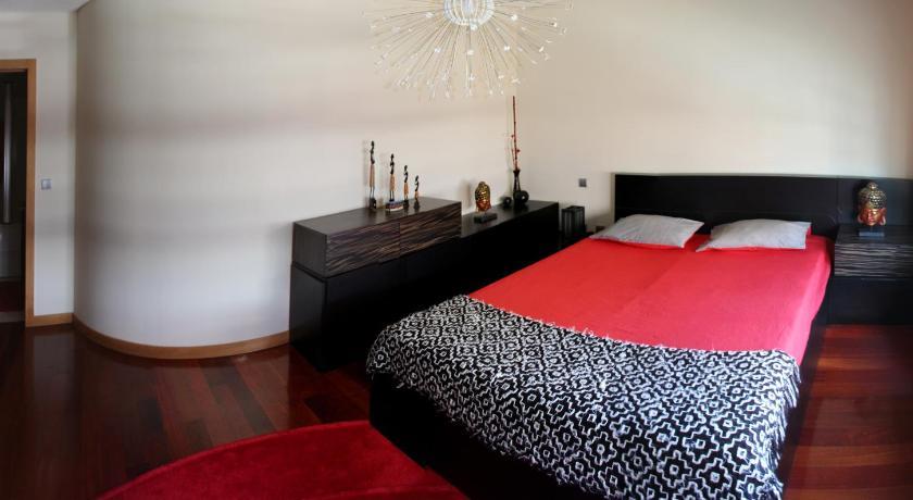 Best time to travel Vila Nova de Gaia 4 Seasons Lodge