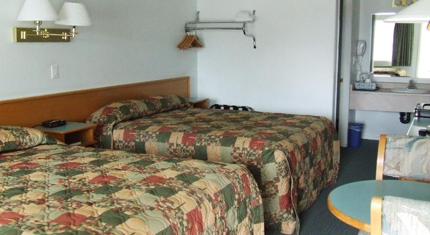 Queen Room with Two Queen Beds Ponderosa Motor Inn