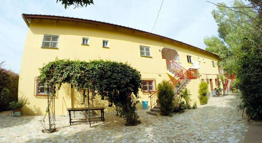 Best time to travel Sukuta Sanchaba Yellow Apartments