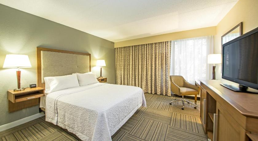 Best time to travel United States Hampton Inn Philadelphia-Airport