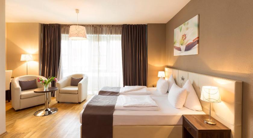 Best time to travel Munich Empress Hotel