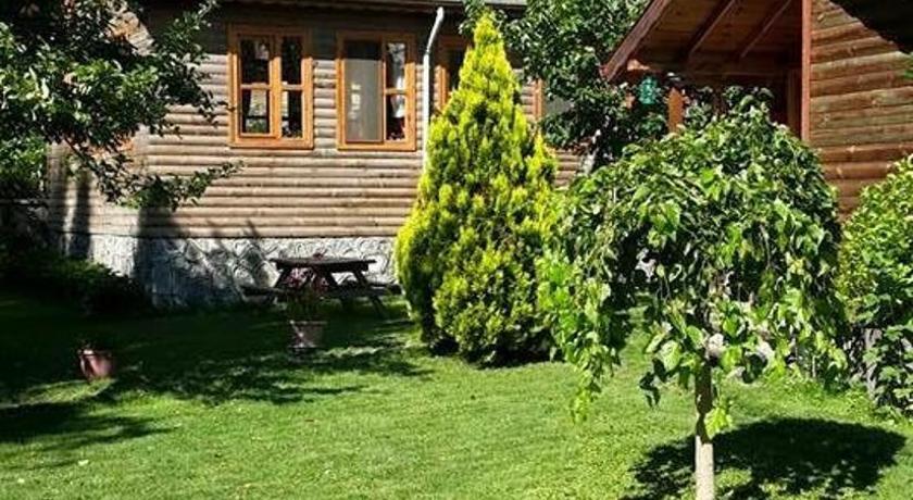 Best time to travel Turkey Doğa Köşkü Abant Bungalow Evleri